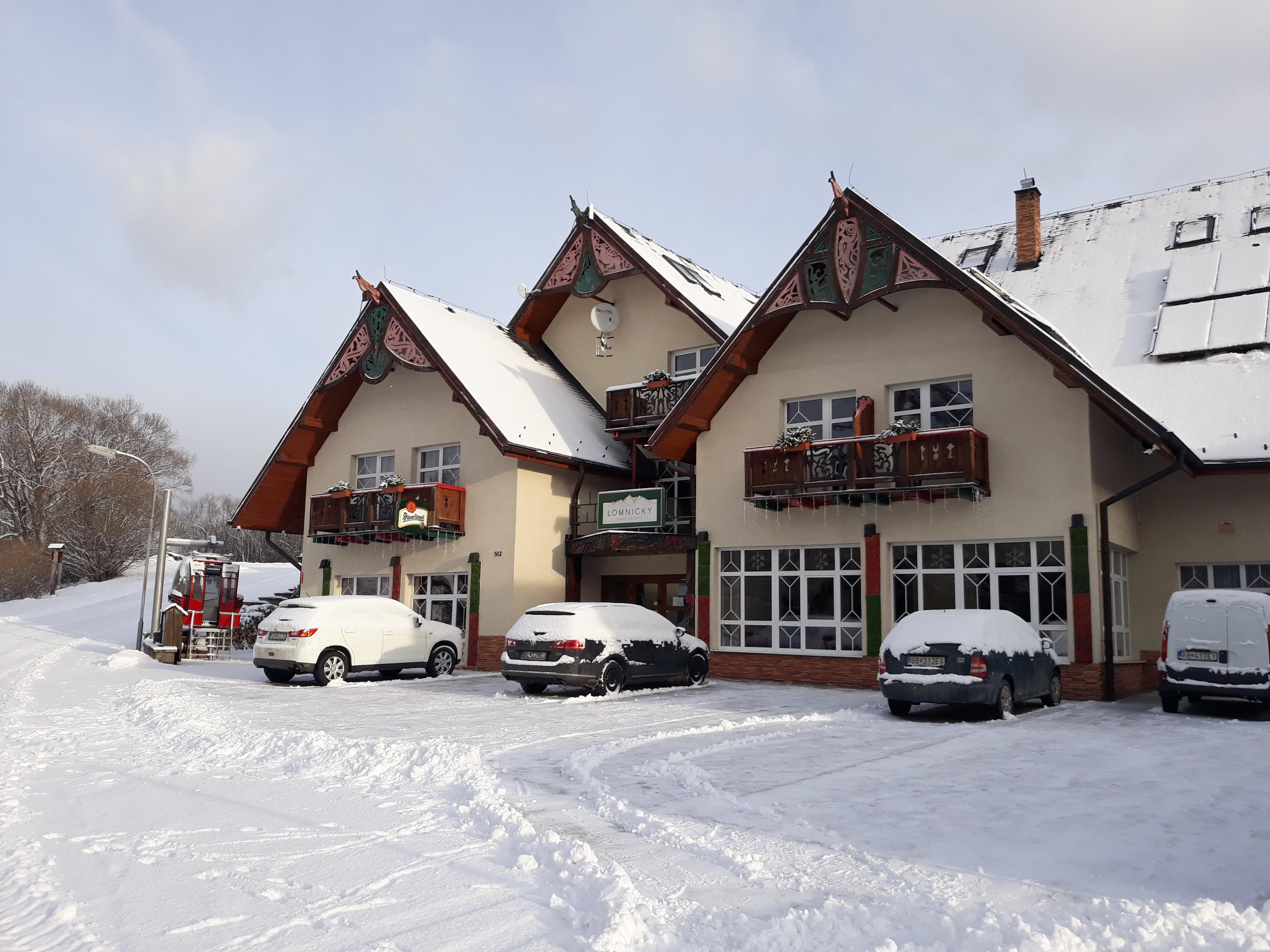 Penzión Lomnicky v zime parkovisko